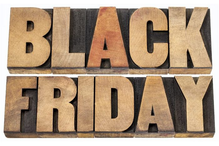 Black Friday logo din lemn
