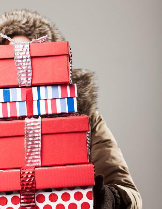 Cutii multe cu cadouri