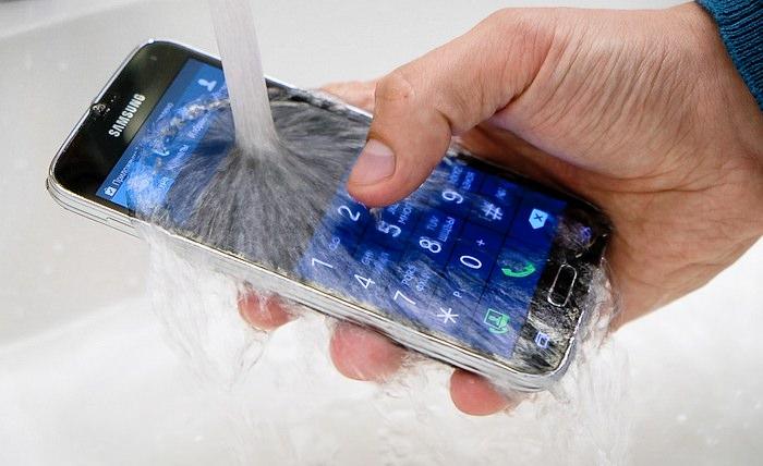 Samsung Galaxy S5 la apa